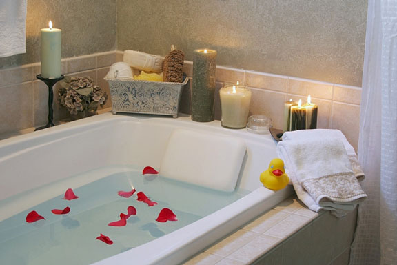 luxury bathtub with candles