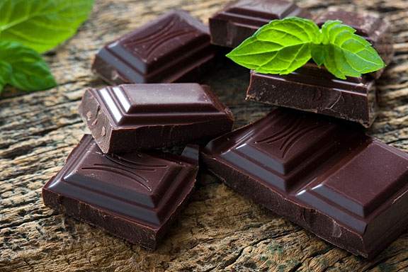 dark chocolate pieces and green mint leaves